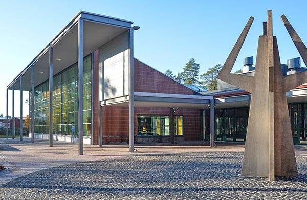 kirjaston julkisivu
