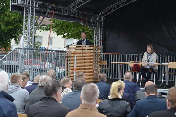 Kaupunginvaltuuston puheenjohtaja Kauko Juhantalo
