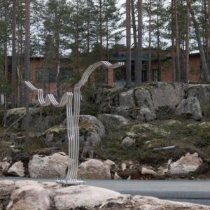 Ulla Karsikkaan ja Henri Ijäksen taideteokset vihittiin peruspalvelukeskus Tapalassa